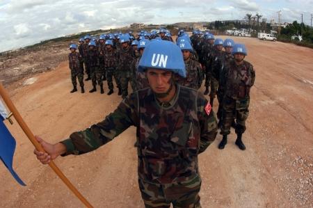 unidentified: Tyr, L�bano-Octubre 21,2006: Unidentified turco veh�culo de patrulla de las Naciones Unidas el 21 de octubre de 2006 en Tyr, L�bano Editorial
