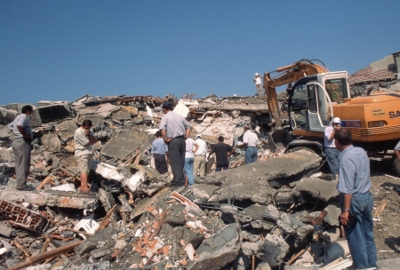 lasted: YALOVA, TURKEY-AUGUST 17 : The 1999 Izmit earthquake was a 7.6 magnitude earthquake that struck northwestern Turkey on August 17, 1999. The event lasted for 37 seconds, killing around 17,000 people. Editorial