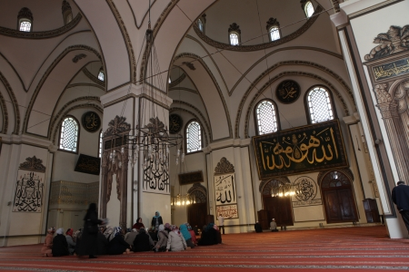 cami: BURSA, TURKEY - APRIL 11, 2013: An interior view of Great Mosque (Ulu Cami) in Bursa, Turkey. Great Mosque is the largest mosque in Bursa and a landmark of early Ottoman architecture.