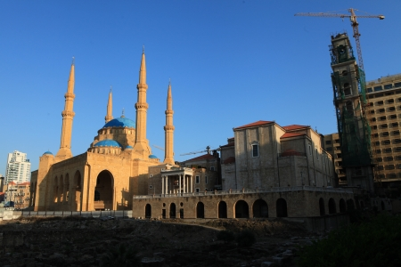 amine: Hariri mosque and a church as neighbors in downtown Beirut Stock Photo