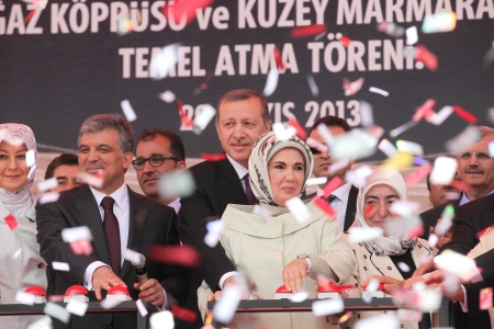 recep tayyip erdogan: ISTANBUL,TURKEY-MAY 29,2013:Turkish Prime Minister Recep Tayyip Erdogan, his wife Emine Erdogan, Turkish president Abdullah Gul and his wife Hayrinusa Gul  attend the opening ceremony of the third Bosphorus bridge in Istanbul