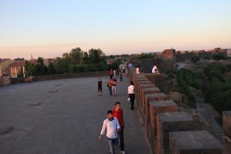 30 s: DIYARBAKIR, TURKEY - JUNE 30  Kurdish people walking around Diyarbakir s city wall on June 30, 2013, in Diyarbakir, Turkey  The 4-gated city wall are the second longest wall in the world