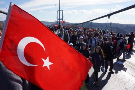 koprusu: Istanbul, Turkey - November 17, 2013  People are crossing the Bosphorus Bridge from Asia to Europe during 35th Istanbul Marathon Fun Run