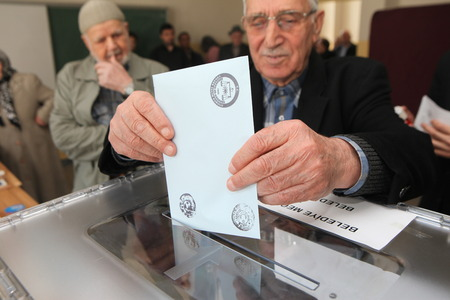 ISTANBUL, TURKEY-MARCH 30  Turks flee to election centers to vote for the Turkish local Elections on March 30, 2014 in Istanbul, Turkey  Stock Photo - 27481365
