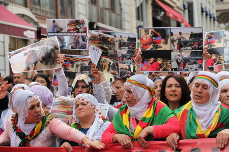 Kurdish people marched in Taksim today to protest massacre by Isil in Iraq Editorial