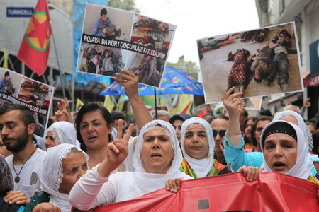 iraqi: Kurdish people marched in Taksim today to protest massacre by Isil in Iraq Editorial