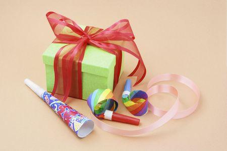 cotillons: Gift Box Party Favors et sur fond chaud