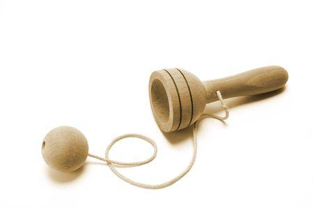 juguetes antiguos: Bola en una Copa del juguete en el fondo blanco Foto de archivo