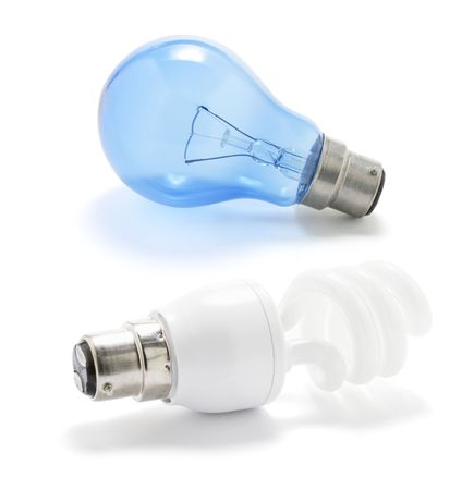 light bulbs: Bombillas de luz en el fondo blanco
