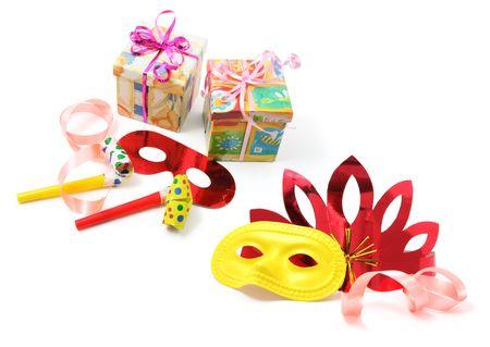 cotillons: Les coffrets cadeaux et des faveurs partie sur fond blanc