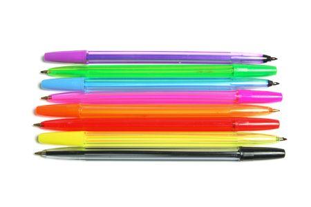 ball pens stationery: Plumas de bol�grafo sobre fondo blanco aislado