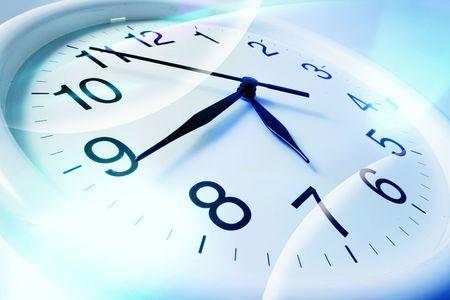 reloj pared: Cierre arriba de reloj de pared en tono azul