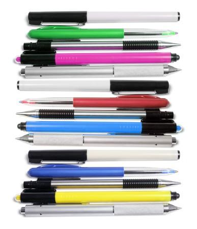 ball pens stationery: Bol�grafo y marcador de plumas sobre fondo blanco  Foto de archivo