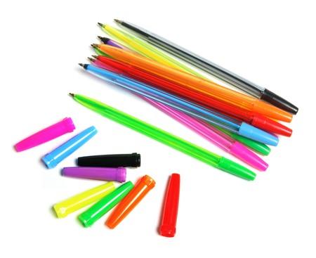 ball pens stationery: Pelota bol�grafos y gorras sobre fondo blanco