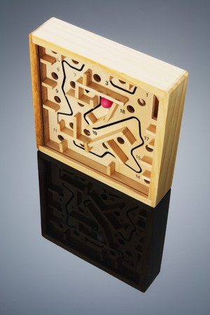 brain teaser: Maze Game with Reflection