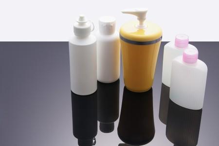 artigos de higiene pessoal: Toiletries with Reflection Imagens