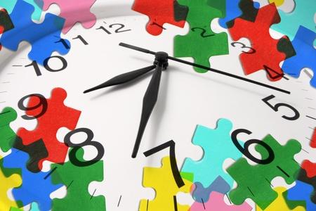 schedules: Compuesto de reloj y piezas del puzzle Foto de archivo