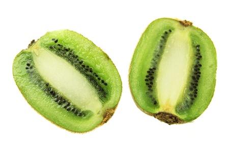 kiwi fruta: Mitades de Kiwi sobre fondo blanco