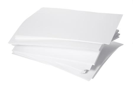 foglio bianco: Risma di carta su sfondo bianco