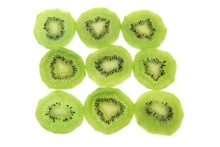 kiwi fruta: Rodajas de Kiwi sobre fondo blanco Foto de archivo
