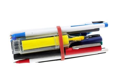 ball pens stationery: Mont�n de bol�grafos sobre fondo blanco Foto de archivo