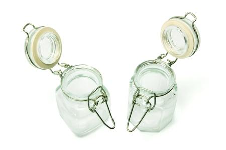 bocaux en verre: Les pots en verre sur fond blanc Banque d'images