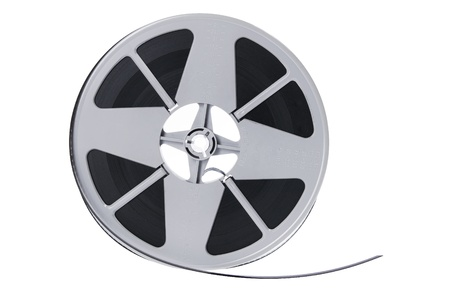rollo pelicula: Carrete de película sobre fondo blanco Foto de archivo