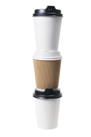 tazas de cafe: Pila de tazas de caf� para llevar en el fondo blanco