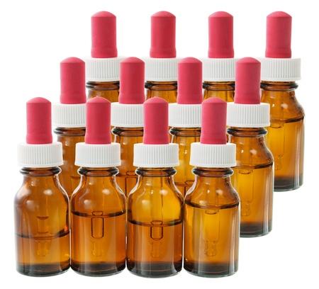 goteros: Botellas de aceite de masaje en el fondo blanco Foto de archivo