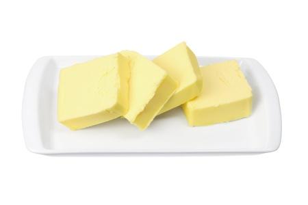 mantequilla: Las rebanadas de mantequilla a las chapas en el fondo blanco