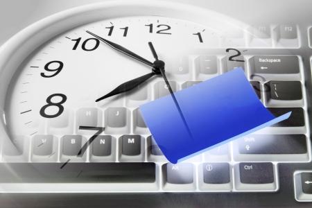 stipt: Composiet van Klok en toetsenbord van de computer