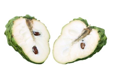 chirimoya: Rebanadas de Apple Custard sobre fondo blanco