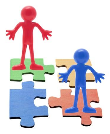 vida social: Las piezas del rompecabezas en el fondo blanco