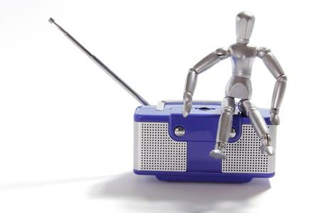 transistor: Figure miniature et Radio Transistor sur fond blanc