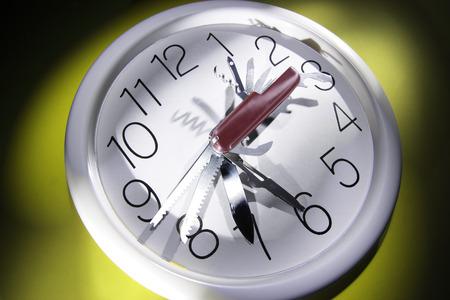 punctuality: Herramienta multiusos en reloj de pared