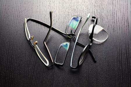 Broken Eyeglasses on Wooden Background Reklamní fotografie - 87010101