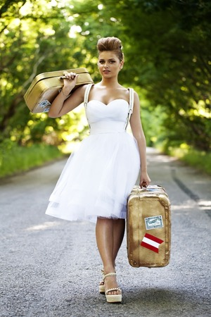mujer con maleta: a Beautiful redhead bride with suitcases