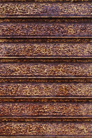 lineas horizontales: una textura de metal oxidado de l�neas horizontales Foto de archivo