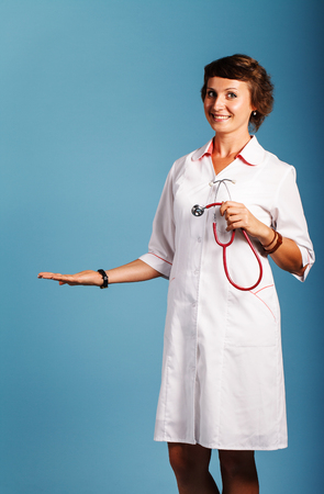 医師彼の手の生産のため空の領域が表示されます。