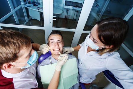 歯科、患者検査、歯科医での治療