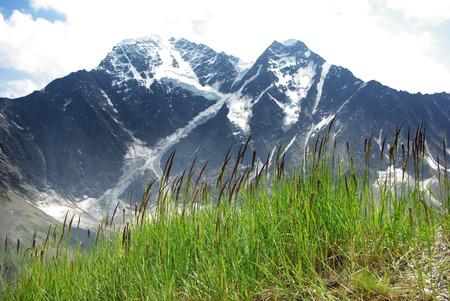 山の風景、美しい自然、渓谷のピークの谷 写真素材