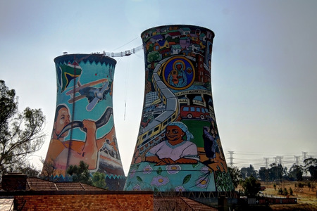 Former powerplant, cooling tower, now is tower for BASE jumping. Situated in johannesburg. South Africa Imagens - 63444891