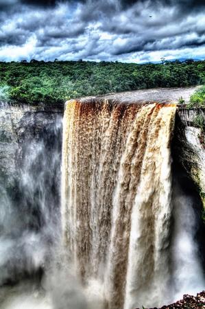 Kaieteur 폭포, 세계에서 가장 높은 폭포 중 하나, potaro 강, 가이아나 스톡 콘텐츠