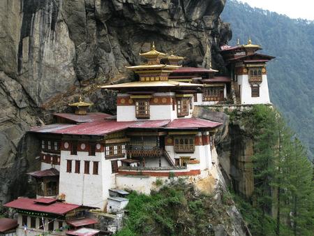 tigresa: Lakhang taktsang o monasterio nido tigre, Bhután Foto de archivo