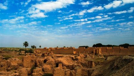 Panorama van gedeeltelijk gerestaureerd Babylon ruïnes, Hillah, Irak
