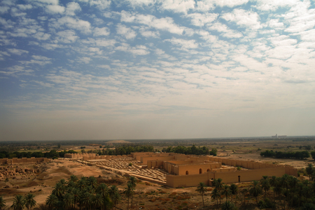 イラクのヒッラ、部分的に復元されたバビロン遺跡のパノラマ 写真素材