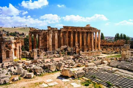 templo romano: Ruinas del templo de Baco en Baalbek, valle de la Bekaa, Líbano