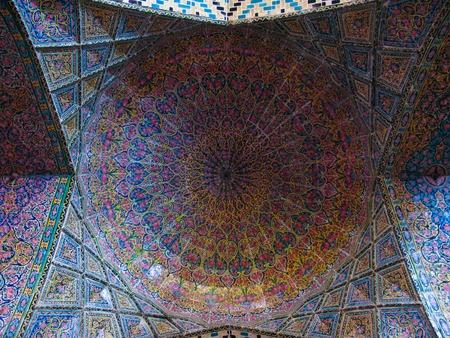 Mozaïek plafond van Nasir ol Molk Moskee in Shiraz, Iran