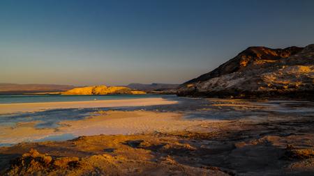 クレーター塩湖 Assal、ジブチのパノラマ 写真素材