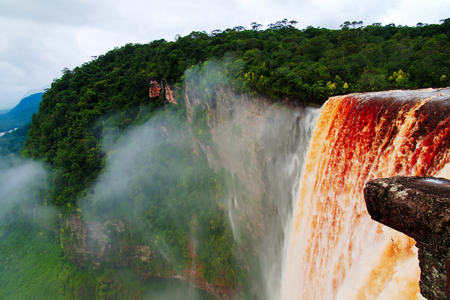 Kaieteur waterfall, one of the tallest falls in the world, potaro river, Guyana Imagens
